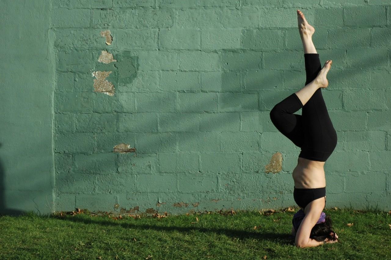 Secuencia yoguini para brazos y abdomen