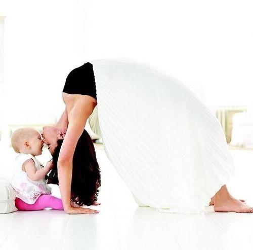 5 posturas para mamás con bebé